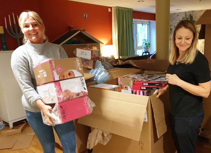 Adlibris ger 3200 julklappar till Stockholms Stadsmission