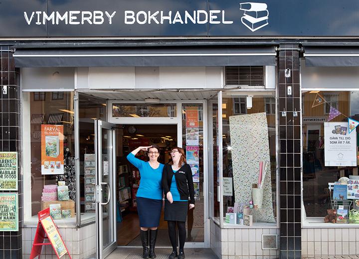 Annicha Gustafsson och Tove Karlstedt har ägt och drivit Vimmerby bokhandel sedan 2009.