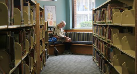 Genrebild bibliotek
