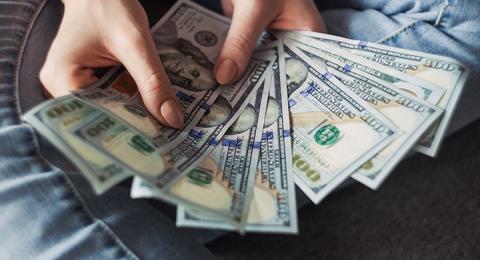 Lönegapet mellan män och kvinnor minskar i USA